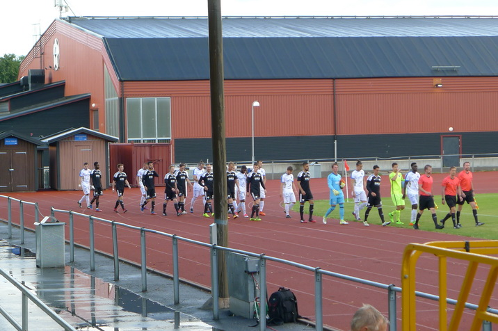 Players-and-officials-entering.JPG