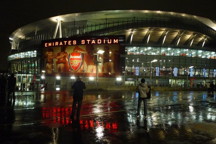 emirates stadium, night