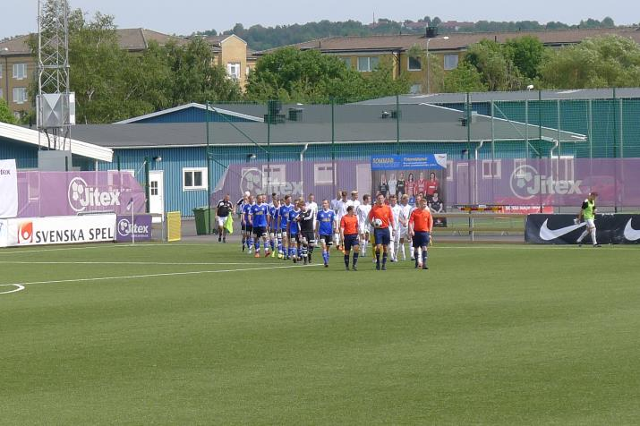 players entering the pitch