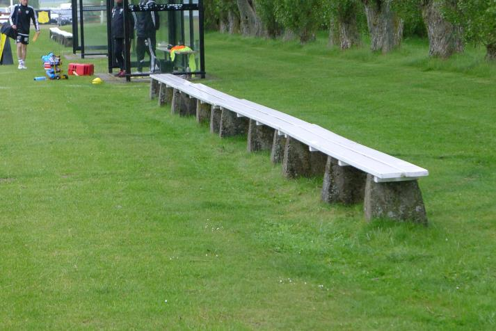 benches (east)