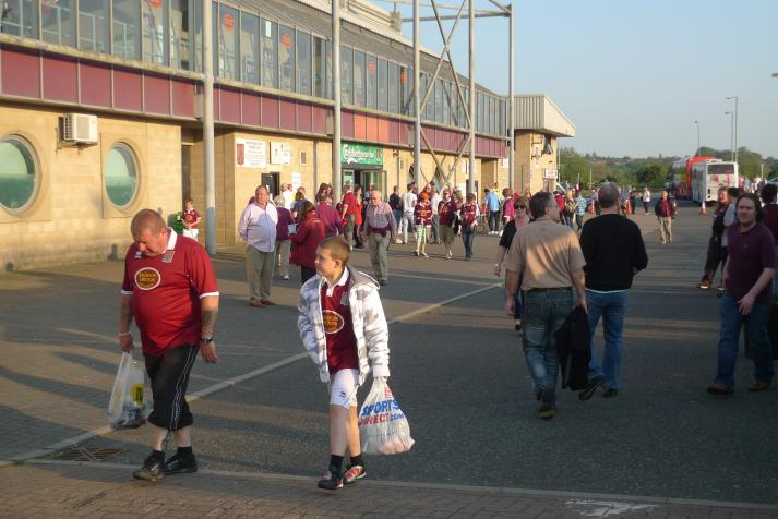 fans outside the ground2